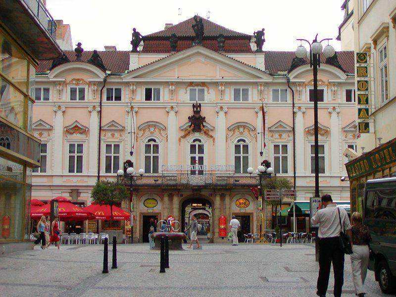 Palác Sylva-Tarroucovský